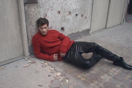 Jamie on the floor<3