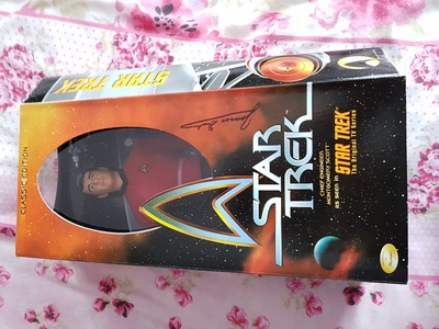 I have a star, sterne trek action figure of scotty signed Von JAMES DOOHAN.
