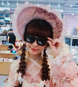 I have no reason to reply to this other than the fact that I have this pic of Misako Aoki in deal with ot meme glasses and I just wanna post it.
