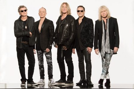 My 最喜爱的 band is Def Leppard.