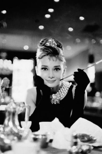 Audrey Hepburn. No contest imo simple natural beauty and beautiful coração just look at her innocent face. Plus very intelligent. Classy and the definition of elegance. An elegant beauty.. enough said segundo Tuba Büyüküstün look her up. Natural beauty The most beautiful actress alive. Seriously look her up. Then Liz Taylor. Honorable mention Uruguayan Barbara Mori an exotic mix of Japanese Lebanese Basque Uruguayan. And Mexican maybe..? Look her up too 1 Audrey 2 Tuba 3 Elizabeth
