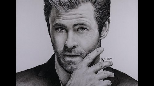 here's a charcoal drawing of my fave Aussie Avenger,Chris Hemsworth