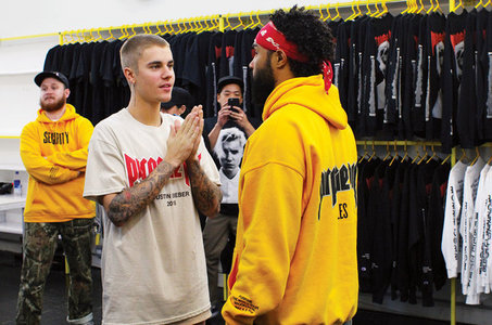 Justin in his pop up toko for his stadium tour !