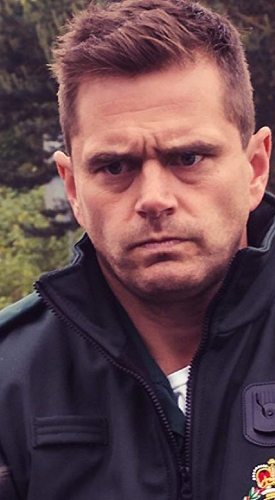 Mike Stevenson as Iain Dean in Casualty !!! My fav character in my fav tv show ❤️