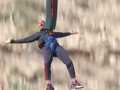 Will Smith bungee jumping to celebrate his 50th bday.I would NEVER do this,because I am terrified of heights