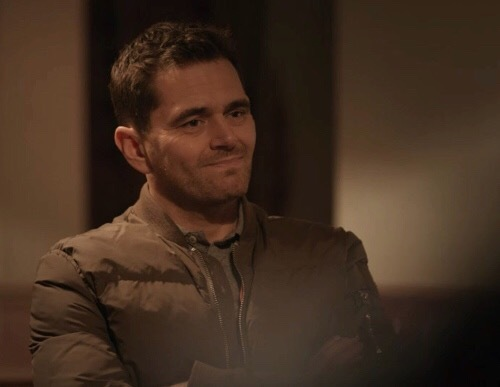 From tonight's episode of Casualty ! My Iain <3