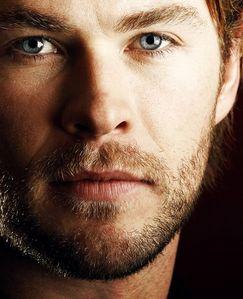 다음 to Robert,he has the most drown worthy bluest eyes ever...I could drown in those eyes