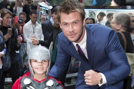 awwww,sooo cute...Chris with a young mini Thor fan<3
