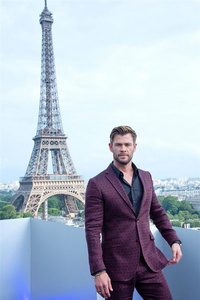 Chris with one of the world's most iconic buildings behind him<3