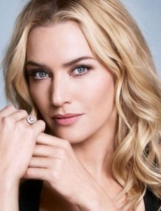 Kate Winslet.I would 사랑 for Kate,who is my fave actress to work with Robert Pattinson.They are both British and would be amazing together.I'd also 사랑 for her to do a movie with Chris Hemsworth.She has worked alongside his younger brother,Liam.