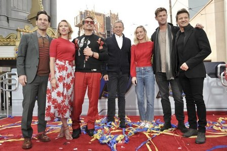 Chris Hemsworth(2nd from right) with some of his Endgame co-stars as डिज़्नी (which owns Marvel) donated $5 million to a children's hospital in L.A.