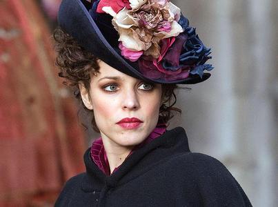 Rachel McAdams wearing a hat in Sherlock Holmes.