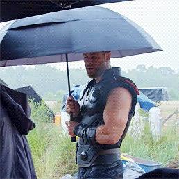 I'll stand with bạn under your umbrella-ella-ella,Chris<3