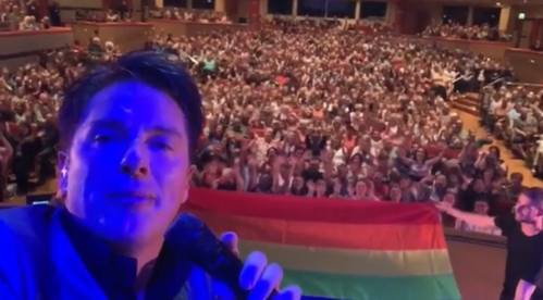 John last night in Birmingham where he stopped our প্রদর্শনী to make a video for pride ❤️