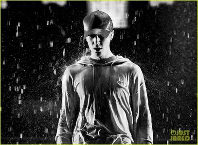 唱歌 in the rain