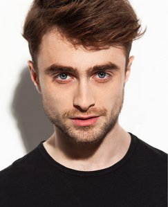 since the Harry Potter 映画 are done,he's not as famous as he used to be (imo)