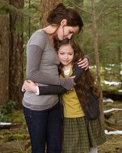 Kristen Stewart who played a mom to Mackenzie Foy in Twilight Breaking Dawn part 2