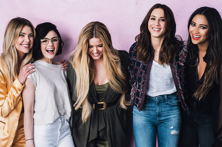 Ashley Benson with her Pretty Little Liars cast.