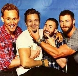 Chris Hemsworth with 3 of his Avengers castmates