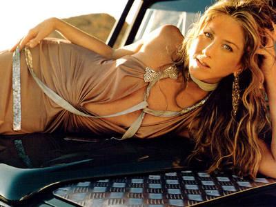 beautiful Jennifer Aniston not wearing a bra