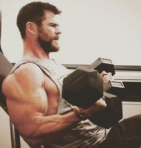 Chris holding 2 heavy weights...and they definitely seem to be working.Just look at his big,bulging biceps