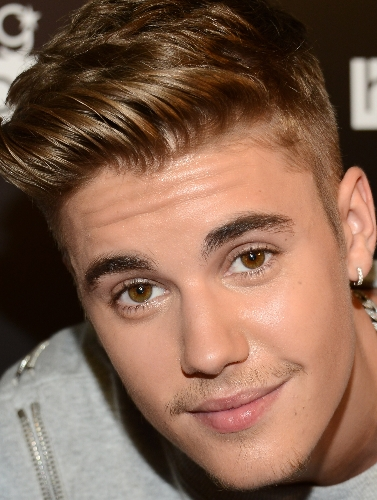 Justin's eyes are so natural and amazing 😉