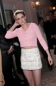 Kristen in a cute rosa sweater superiore, in alto