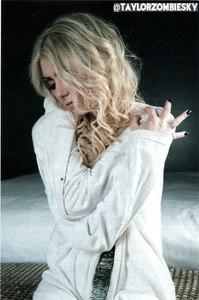 Taylor Momsen with black nail polish