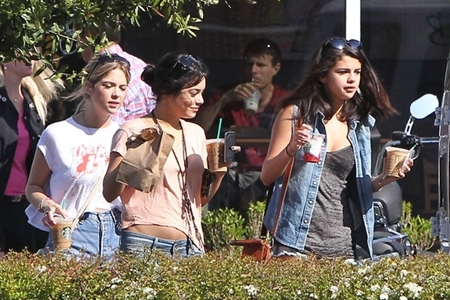 ROUND 2 post a pic of selena Drinking Starbucks
