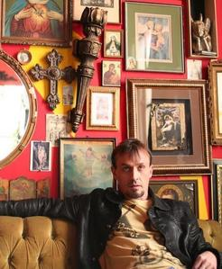 Post a pic of your fav actor in a weird/strange room