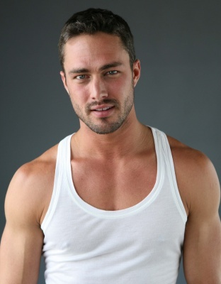 Right.Im going to say a actor and 당신 post a picture that is hot.Post a picture of Taylor Kinney that 당신 think is hot.