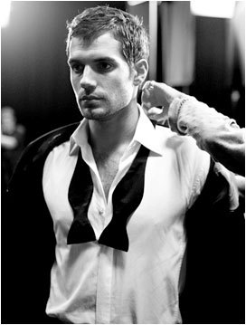 Right.Im going to say a actor and あなた post a picture that is hot.Post a picture of Henry Cavill that あなた think is hot.