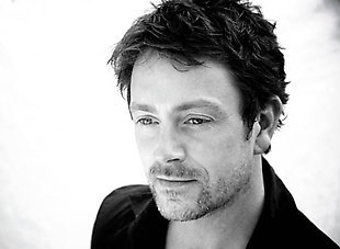 Post a pic of an actor that あなた think is hot with a beard/stubble.