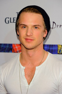 Post a hot picture of Freddie Stroma.