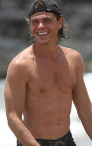 Post a pic of your fav actor with his bellybutton Показ