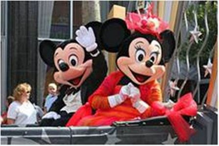 Which 问题 你 will ask about Mickey and Minnie's 爱情 Relantioship?