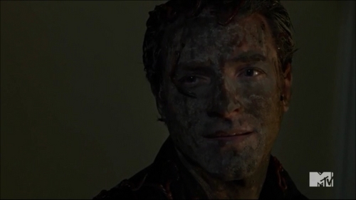 Post another pic of an actor with dirt on his face