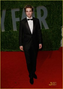 Post a pic of your fave actor wearing a tuxedo.Mine is of Robert Pattinson.Looking very sexy Robert!!!!