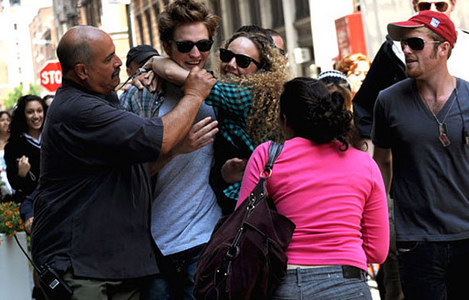 Post a pic of your actor getting mobbed দ্বারা fans.Here is my Robert,in NY filming Remember Me being mobbed দ্বারা fans.Thank goodness for bodyguards to protect my Robert<3