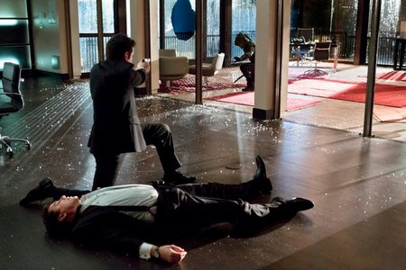 Post a picture of an actor with broken glass.