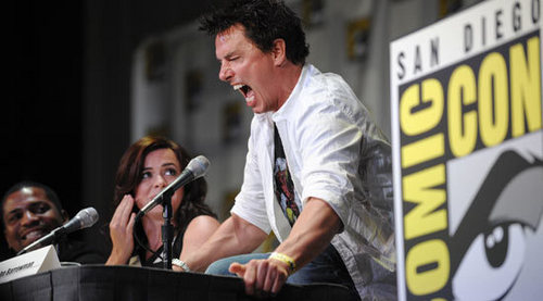 Post a picture of an actor screaming.
