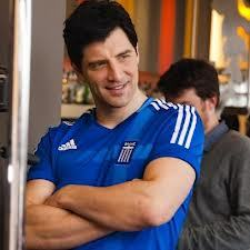 Post a pic of an actor dressed in something sporty. As Sakis with the 셔츠 of the Greek 축구 team.