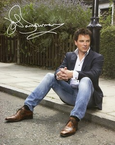 Post a picture of an actor standing/sitting on a pavement.