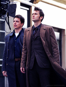 Post a picture of an actor with someone wearing brown.