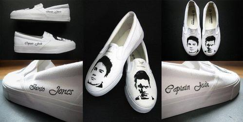 Post a picture of an actor on shoes.