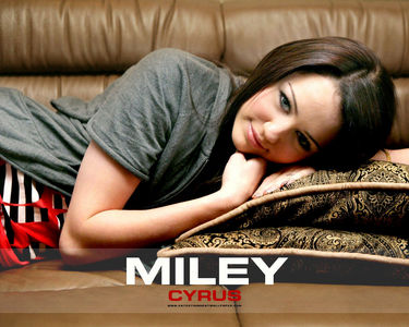 Post a pic of miley which you think she looks awesom!