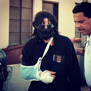 What happened with Michael here??? poor baby! :'(