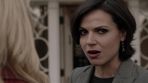 does anyone know where i can find these same earrings that regina is wearing in this pic?