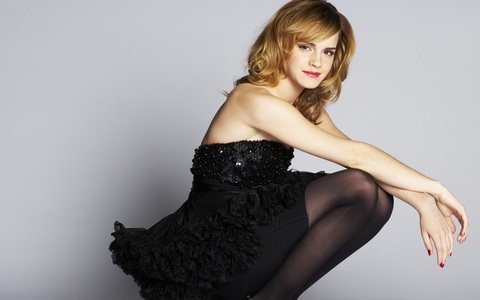 Post a pic of Emma in black dress (props)