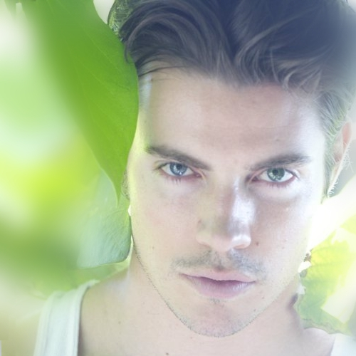 Post a picture of Josh Henderson.